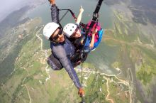 尼泊尔的博卡拉,滑翔伞。有30分钟和60分钟,从山顶飞向费瓦湖面。每天三个时段。上午9点,11点和下