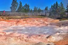 厉害了!从地底冒出泥石流的下间歇泉盆地!