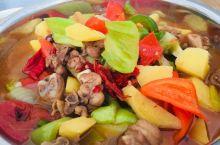 美味大盘鸡 地道的美味的新疆大盘鸡,分量足味道好,当地走地上树的土鸡,配新鲜土豆,配新疆安吉海辣皮子