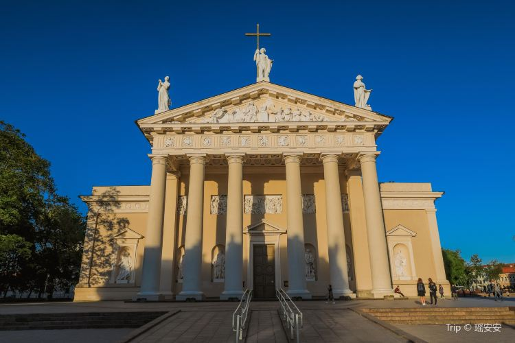 Vilnius Cathedral Basilica of Sts Stanislaus and Vladislaus3