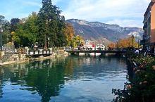 【安纳西】位于阿尔卑斯山山脚,比邻瑞士日内瓦