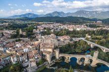 中世纪的小城贝萨卢