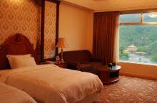 值得一去的酒店——廉江丽波度假村  周边环境,靠着塘山岭,空气好、安静,这两样算是廉江市区所有酒店里
