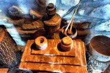 红酒的发源地,在格鲁吉亚。而不是通常认为的,法国或者是意大利。都是采用的纯手工,把装葡萄汁的陶罐埋在