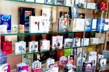 巴库的微型图书馆,收集了几千本,来自各个国家的微型书