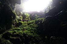 神秘,美丽,有洞中瀑布,洞中河流,好玩。