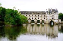 跨水而建的舍农索城堡