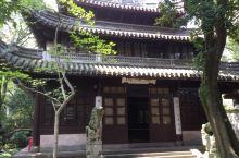 初访天一阁博物馆 到宁波一定要去细细品味天一阁。天一阁是明朝嘉靖兵部伺郎范钦所建,是现存最早的私家藏