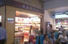 还好,七点多到达西宁机场,下着雨,找到接机的导游,入住时代广