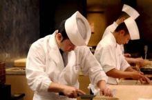 为了吃一口这儿的手握寿司,我愿意排上一辈子队