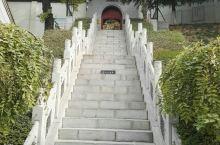 西安杜公祠(杜甫祠) 西安杜公祠位于西安市城南长安区韦曲镇东的少陵塬上,杨虎城将军陵园后面,是唐朝著