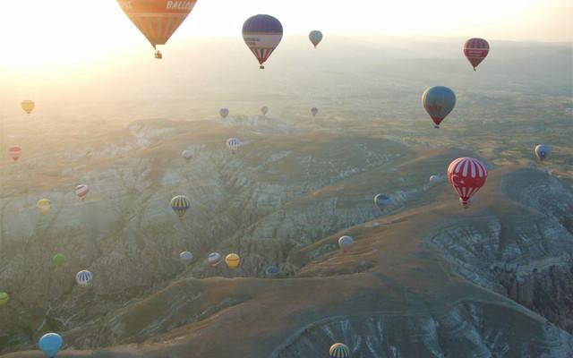 【土耳其4】【絲路】卡帕多奇亞:卡帕多奇亞的巨大螢火蟲,500顆熱氣球齊飛升空
