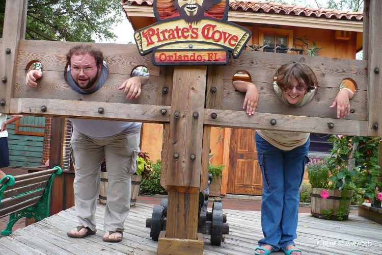 Pirate's Cove Adventure Golf1