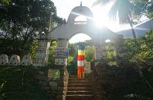 皮杜兰加拉(Pidurangala)是狮子岩北面的一块巨石,与狮子岩外形有些类似,是远眺狮子岩的好地
