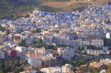 蓝色--舍夫沙万           都说摩洛哥是上帝打翻了色盘,掉落到人间,洒在了摩洛哥,而米黄的