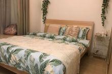 非常漂亮温馨的房子,床品非常舒适,小摆件很有个性看出房东非常细心和贴心,整个入住过程非常顺利快捷,房