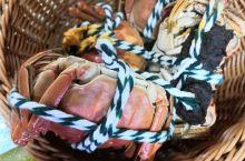 看看阳澄湖的大闸蟹就是不一样,满满的蟹黄,饱满的蟹身蟹脚,可以不沾醋就吃,其他的菜就一般啦,饭店临湖