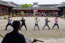 江浙一带的古镇有很多,但是能学舞狮子的,只此一家