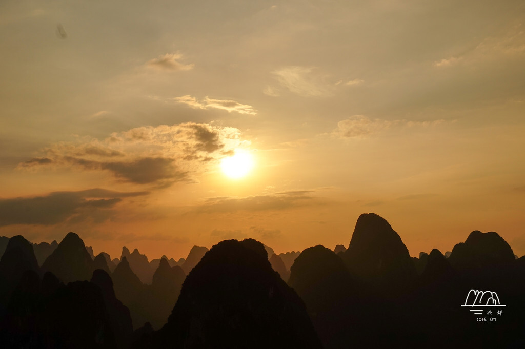 桂林阳朔的美,就在于它的朦胧梦幻,捉摸不透。