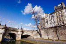 坐塞纳河游船赏巴黎两岸