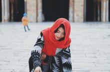 凯鲁万清真寺的一抹红