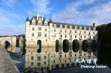 舍农索城堡于十一世纪建在卢瓦尔河的支流谢尔河畔,由法国文艺复兴时期的建筑师菲利伯特·德洛姆(Phil