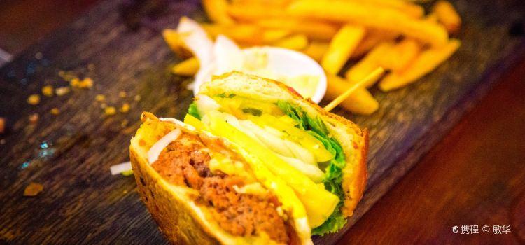 Jungle Burger Sports Bar & Bistro3