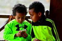 东非首脑级度假村里的孩子