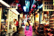 梦幻的九份山城(台湾行)          九份位于新北市(原台北县)瑞芳镇山区,这是一个依山傍海、