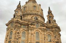 从废墟中屹立而起的德累斯顿圣母教堂