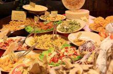 看过最美风光,我们就去了意大利著名美食城又称为胖子城的博洛尼亚,这个地区在意大利是作为美食之都而闻名