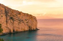 扎金索斯日落下的蓝洞山