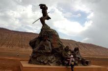 新疆吐鲁番盆地里充满传奇的火焰山