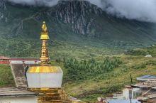 中国阿尔卑斯山中的郎木寺