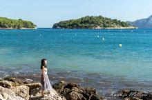 在Platja de Formentor沙滩晒个日光浴