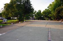 进入冈山城会先看到表书院。现在是一大块空地,这里是之前冈山藩主们施政的地方,总共有超过60幢屋子。地