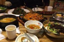 因为晚上住在东沃酒店,附近有家 韩国 料理店叫百年,料理十分正宗,个人感觉比在 韩国 吃的还要好吃,