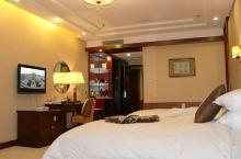 值得一去的酒店——诸城杨春国际酒店  酒店位于市区黄金地段潍河沿岸的繁荣路西首,市政府、超然台、博物