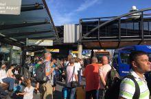 阿姆斯特丹机场的酒店大巴候车亭