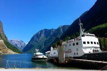 挪威乘游船观看美丽的松恩峡湾