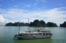 下龙湾经典一日游 乘船游览下龙湾,只需一日,其中的诗情画意尽收眼底。  —DAY: 1—  【下龙湾