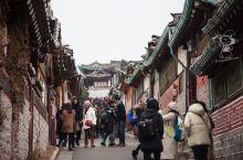 首尔北村韩屋村,边吃边逛  坐落在首尔钟路区,景德宫,昌德宫,以及宗庙附近的北村韩屋村,是拥有600