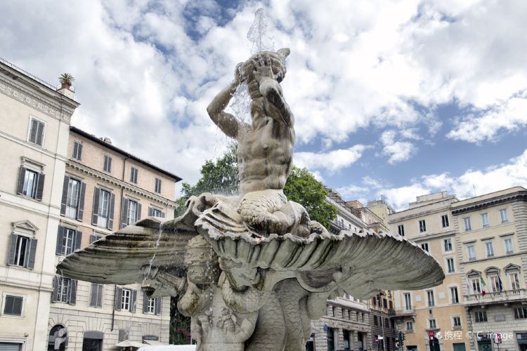 Fountain of Triton and Fountain of the Bees2