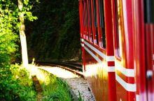 乘着红火车登耶稣山朝圣