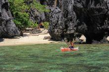 在Hidden Beach偶遇奇怪的方形小船