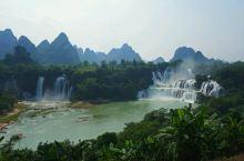 壮观的德天大瀑布          德天跨国大瀑布位于广西崇左市大新县中越边境,瀑布横跨中国、越南两