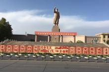 喀什人民广场:高大的毛主席像