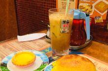 金华冰厅 金华冰厅的菠萝包号称全港第一,专门去找着吃,金华冰室是香港的老字号了,所以环境相对普通,但