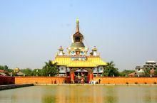 """在各寺庙中看起来最豪华的当属""""德国寺(German Temple )""""。寺庙择水而筑,是整个园区里建"""