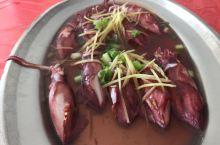 深澳渔港的海鲜渔获,简单烹调,就是一个